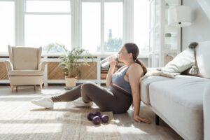 Kobieta z nadwagą przy ćwiczeniach